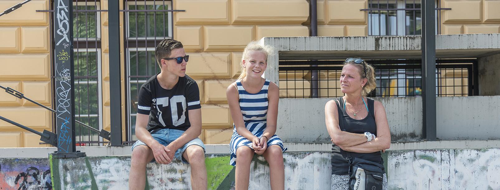 Moeder met pubers in Rotterdam, voor GGZ gezinsbehandeling